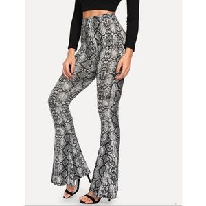 Pants - 🌼JUST IN! Snake Skin Print Stretch Flair Pants